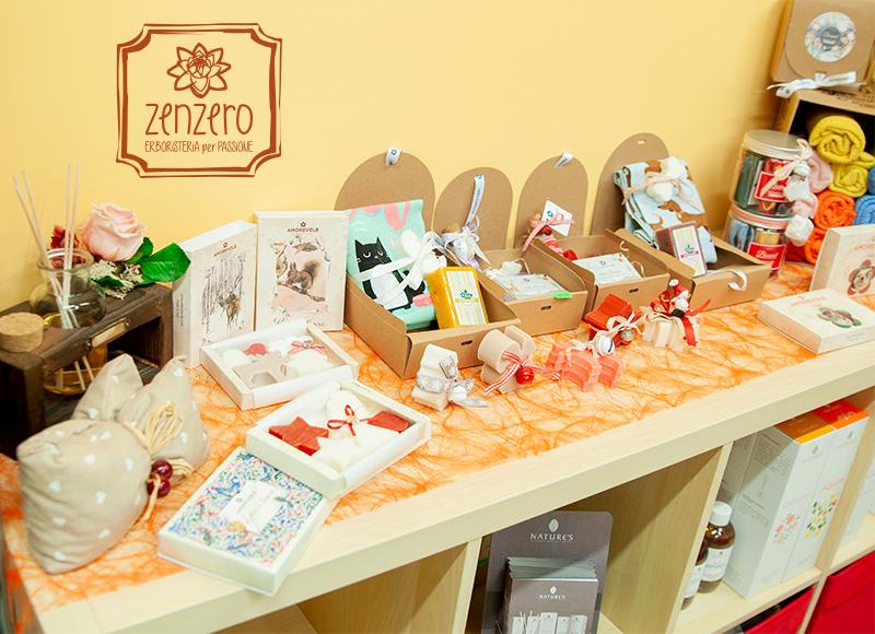 Zenzero Erboristeria - Esposizione dei prodotti di Amorevole Artigianato Profumato