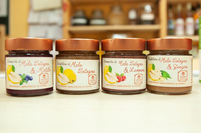 Zenzero Erboristeria - Vetrina con le confetture e le composte di mela cotogna